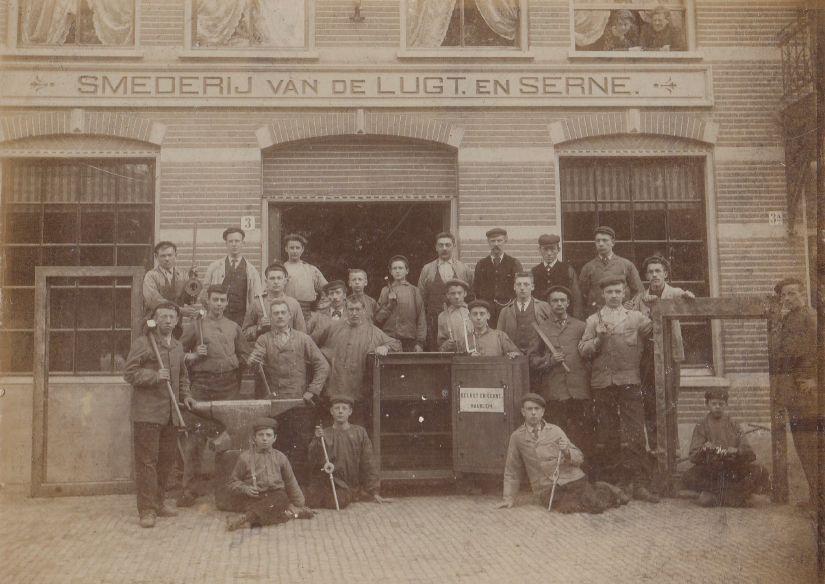 De smederij van De Lugt & Serné aan de Kampervest te Haarlem (datum onbekend)